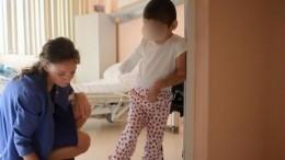 Трогательное видео: избитая тетей девочка изИнгушетии встретилась смамой