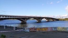 Неизвестный вКиеве сначала пригрозил взорвать мост, апотом открыл стрельбу