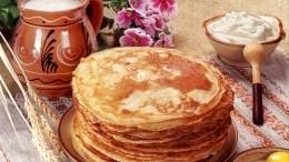 Лайфхак: Элементарный способ выпечки идеальных блинов— видео