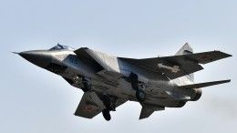 Маневрирование российского истребителя вущелье Крыма сняли навидео сблизкого расстояния