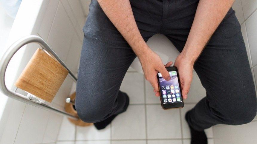 Медики предупреждают овреде использования смартфона втуалете