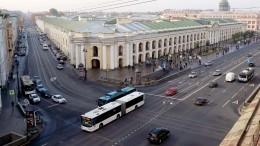 Видео: руферы Петербурга устроили фаер-шоу накрышах домов Невского проспекта