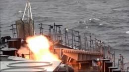 Видео: Стрельбы противолодочного корабля изкомплексов «Кинжал»