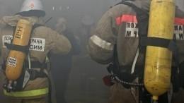 Видео: Прохожий спас девушку изокна горящей квартиры вНижневартовске