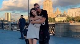 Беременная Костенко каждый день делает Тарасову массаж ног