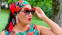 «Королева!» Анна Нетребко вроскошном платье затмила всех накрасной дорожке