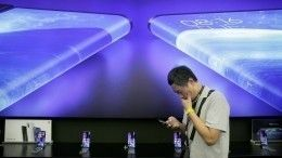 Xiaomi презентовала смартфон сдвусторонним экраном