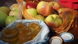 Видео: Простейший рецепт яблок смедом иорехами