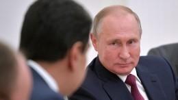 Видео: Николас Мадуро вручил Владимир Путину копию сабли Симона Боливара