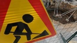 Видео: НаСахалине дорожников поймали завычерпыванием воды излуж лопатами