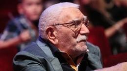 Армен Джигарханян появился напремьере комедии «Тетка Чарли»
