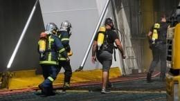 Видео: Вгреческом порту загорелся паром