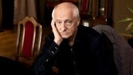 Цветы, свечи изаписки: вМоскве отдают дань памяти великому режиссеру Захарову