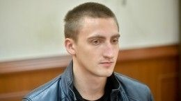 Мосгорсуд приговорил Устинова кгоду условно— кадры иззала суда