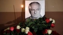 Дочь Марка Захарова разрыдалась угроба напохоронах отца