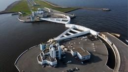 Пробки надорогах имассовыеДТП. Как Петербург пережил шторм— видео