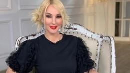 Лера Кудрявцева показала первый «заплыв» годовалой дочки вбассейне