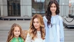 «Шикарнее Артура только его жена»: Анжелика Ревва выложила фото сдочерьми