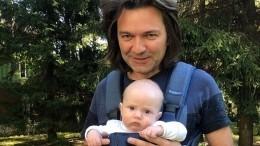 «Скорее всего, девочка!» Семье Дмитрия Маликова нагадали скорое пополнение