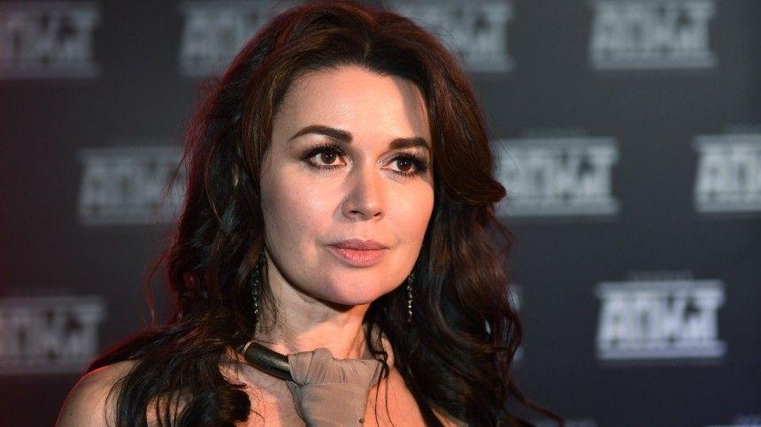 Семья Анастасии Заворотнюк просит прекратить спекуляции вокруг здоровья актрисы
