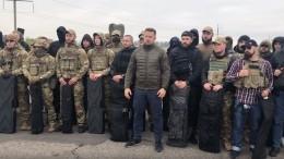 Бойцы полка «Азов» перед отводом войск заняли село вДонбассе