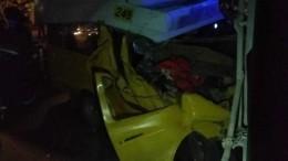Маршрутка врезалась встоящий грузовик вКурске