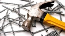 Лайфхак: Как забить гвозди втруднодоступном месте