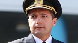 Фото: летчик-герой Дамир Юсупов встретился соспасенными пассажирами