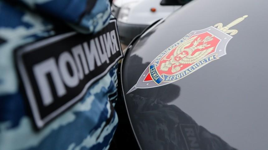 Жителя Владивостока оштрафуют затаран здания ФСБ ибегство сместа ДТП