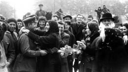 Огни свободной Риги: после освобождения красноармейцы помогали восстанавливать разрушенный город