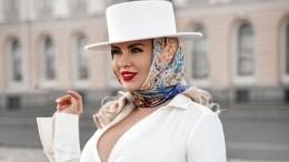 Семенович сразила публику сексуальным костюмом морячки