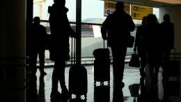 Более 400 пассажиров изАнтальи провели ночь в«Пулково» вожидании багажа