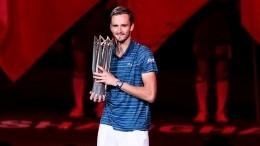 «Сильнейший»: как Медведев разгромил Зверева вфинале турнира вШанхае
