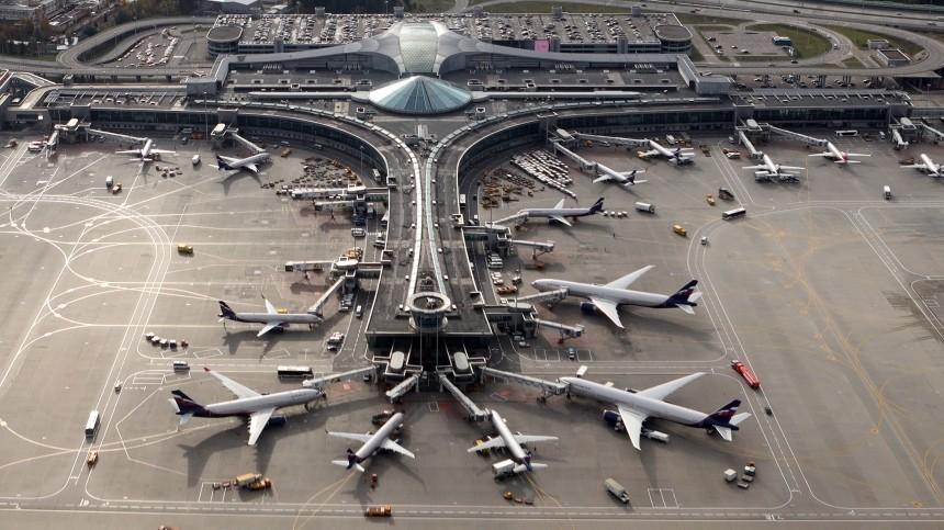 Усамолета рейса «Москва— Лондон» после взлета отказал двигатель
