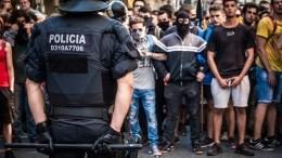 Сторонники независимости столкнулись сполицией ваэропорту Барселоны