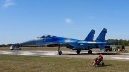 Украинский Су-27 сдул наземный персонал наавиашоу вБельгии— видео момента