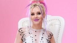 «Увас нет возраста»: Певица Натали прокатилась нагондоле поВенеции