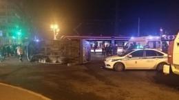 Момент жесткого ДТП автобуса итрамвая вПетербурге попал навидео