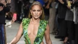 Дженнифер Лопес заметили наулицах Нью-Йорка всвадебном платье