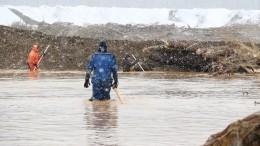 Спасатели обнаружили яму глубиной 12 метров, где могут находиться тела погибших при прорыве дамбы