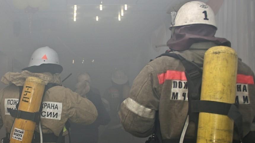 Очевидцы сообщают опожаре вНИИНефтехим вСанкт-Петербурге