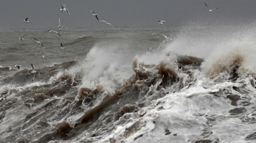 Терпящий бедствие вНорвегии российский ледокол вышел изСанкт-Петербурга