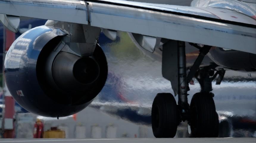 ВШереметьево трапом въехали вдвигатель вьетнамского Boeing