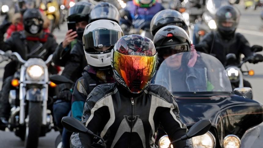 Мотоциклисты смогут пересесть заруль автомобиля поупрощенной схеме