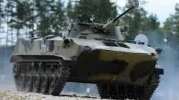 Боевая машина десанта протаранила легковушку вКостроме— видео