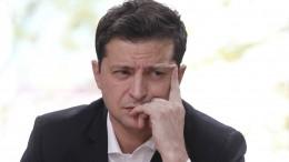 Всети высмеяли пресс-секретаря Зеленского за«подглядывания» вовремя интервью
