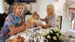 «Гордость отца»: Сын Плющенко победил всоревнованиях пофигурному катанию