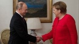 Путин иМеркель обсудили потелефону транзит газа через Украину