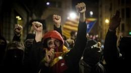 ВБарселоне протестующие взяли восаду вокзал