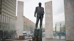 Отжурналиста-востоковеда доглавы правительства— Евгению Примакову сегодня исполнилосьбы 90 лет